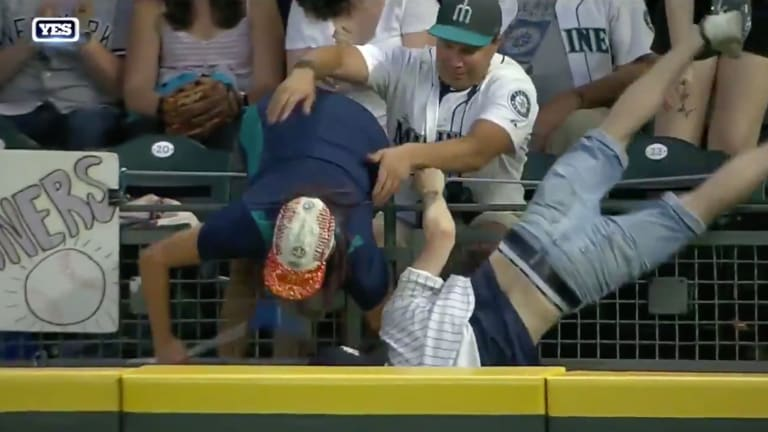 Wednesday's Hot Clicks: Fans Engage in Pathetic Pursuit of Home Run Ball