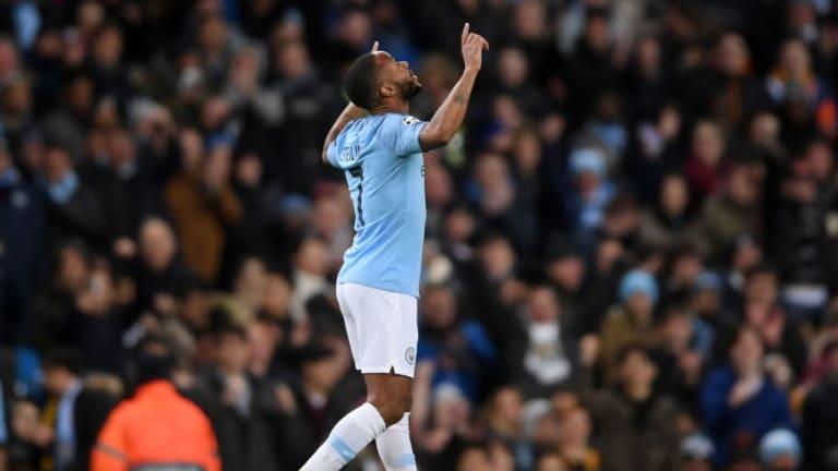 Sterling anota el cuarto gol del Manchester City, tras una buena jugada colectiva