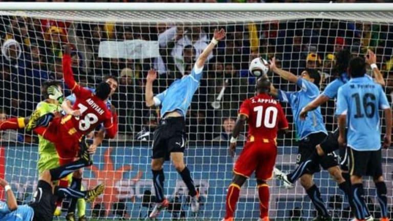 La IFAB propone que a partir de ahora toda mano dentro del área sea penalti