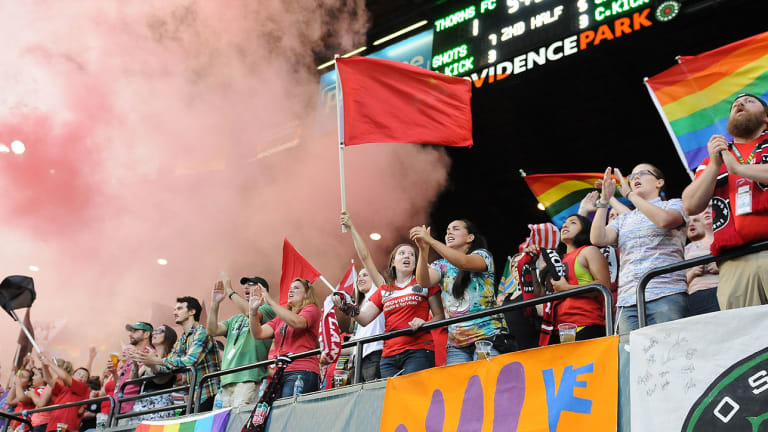 Match Between Courage and Thorns Brings NWSL-Record Crowd to Providence Park
