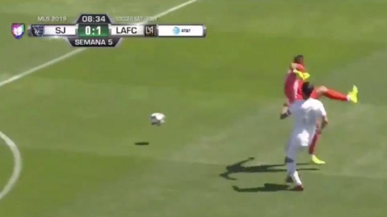 VIDEO: Gol de Carlos Vela tras aprovechar un terrible error del portero de Earthquakes