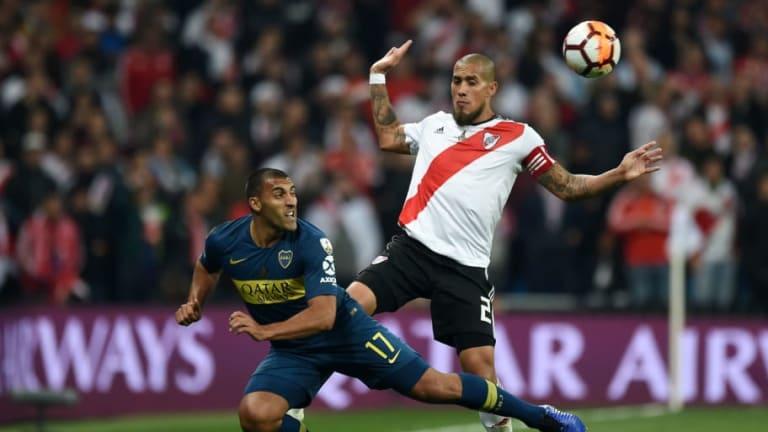 Wanchope Ábila agredió a un hincha que lo cargó por perder la final de la Libertadores ante River