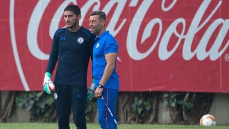 'Chuy' Corona destaca que seguirán respaldando a su entrenador en la cancha