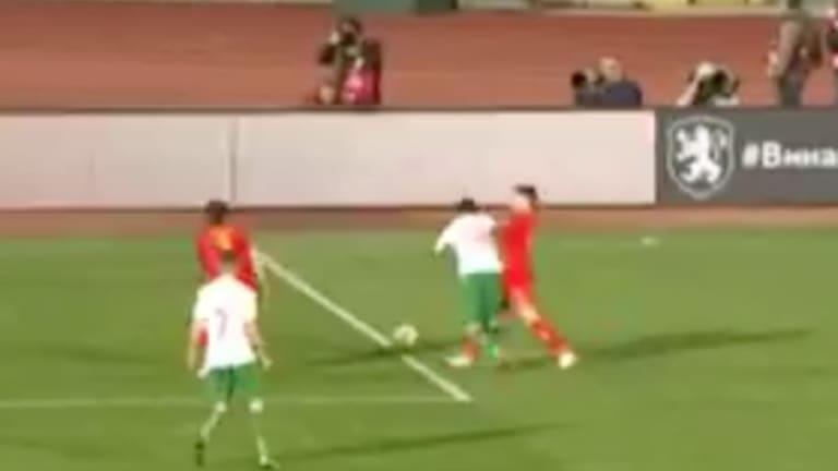 El surrealista penalti pitado medio metro fuera del área con el que Bulgaria empató a Montenegro