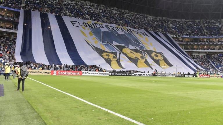 Aficionados de Monterrey dedicaron manta gigante al tricampeonato de CONCACHAMPIONS