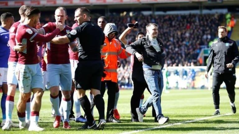 El hincha que golpeó a jugador del Aston Villa estará varias semanas en la cárcel