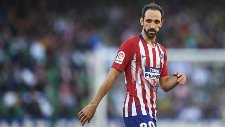 Juanfran medita aceptar la oferta de renovación del Atlético de Madrid
