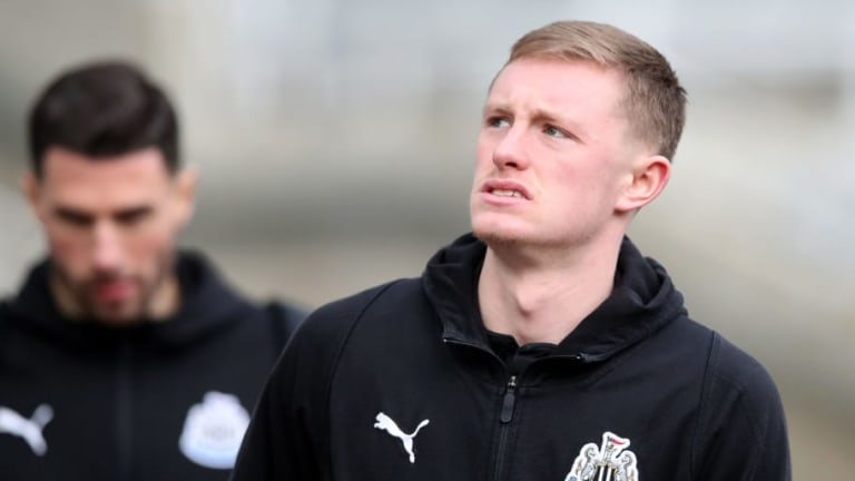 Newcastle United Starlet Sean Longstaff Set to See Specialist After Suffering Worrying Knee Injury