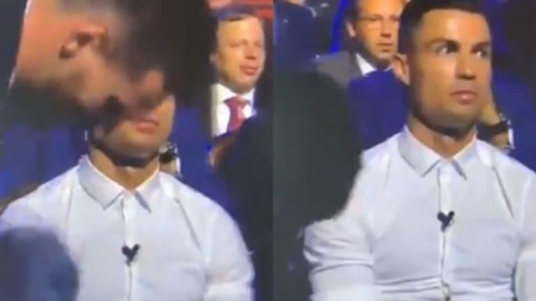 VÍDEO   La reacción de Cristiano Ronaldo cuando le entregan el premio de mejor delantero a Messi