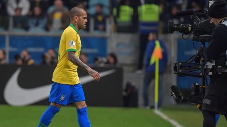 """Dani Alves, tras vencer a Paraguay: """"Sabíamos que teníamos que ser fuertes mentalmente"""""""