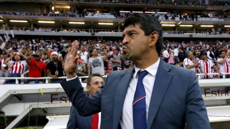 Los jugadores de Chivas respaldan a José Cardozo