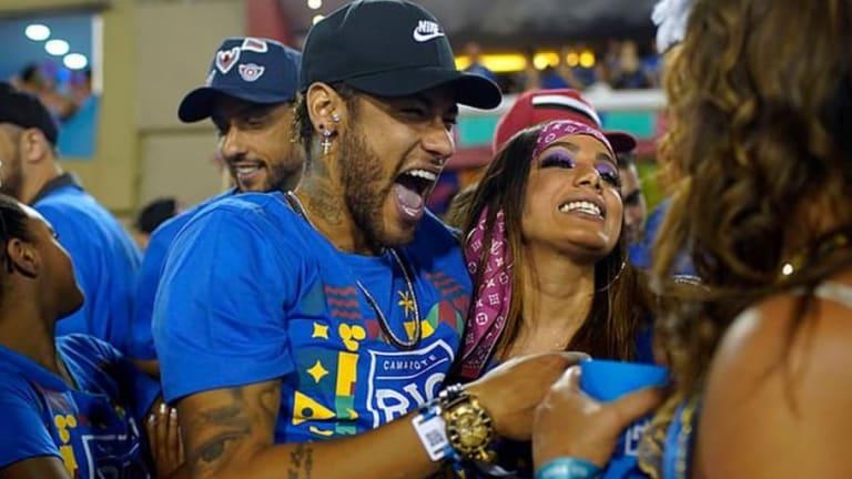 Neymar celebra el Carnaval con Anitta en Río y no con Rafaela Porto