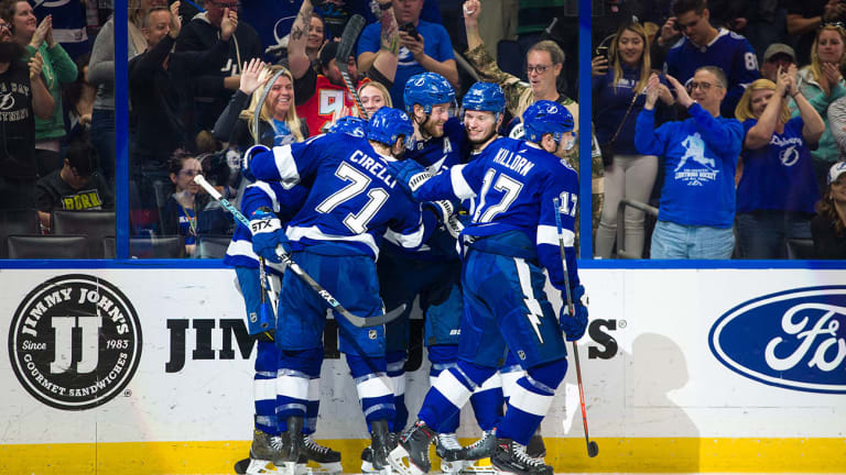 Lightning Top Coyotes to Clinch Presidents' Trophy in 4-1 Win