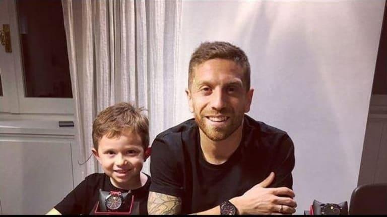 Las fotos del hijo del Papu Gómez con Cristiano y Dybala