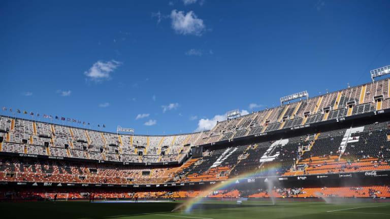 El Valencia presenta su nueva equipación por su centenario