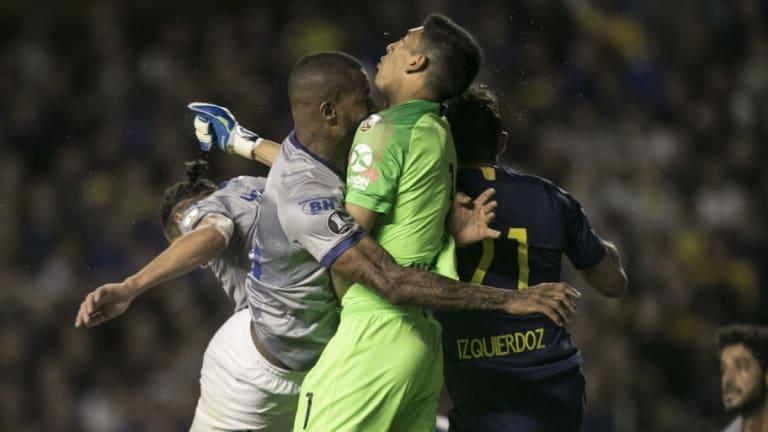 Cruzeiro manifestó su bronca oficial por la polémica expulsión de Dedé contra Boca