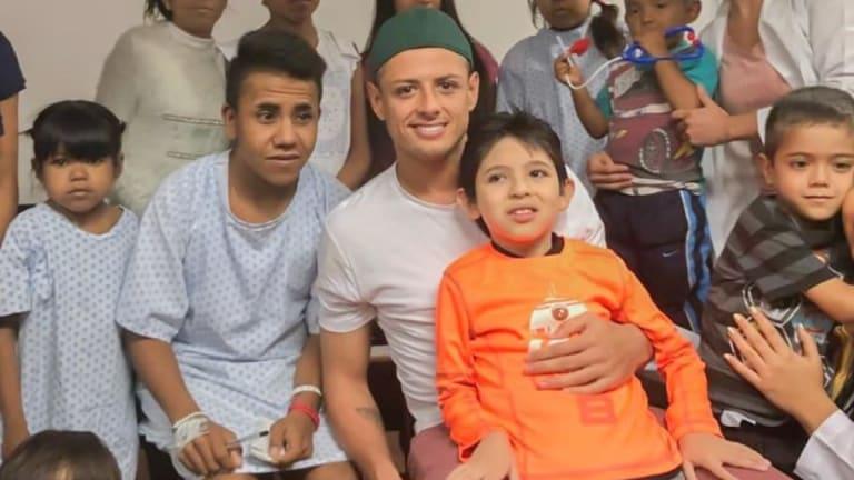 ¡GRAN CORAZÓN! | Chicharito brinda felicidad a niños del Hospital Civil