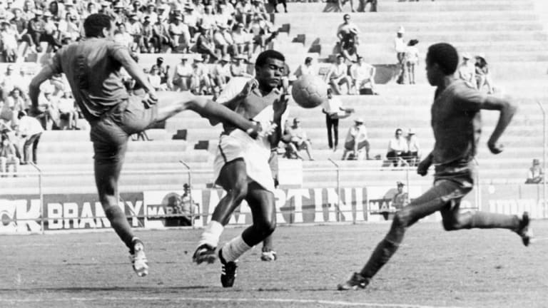 World Cup Countdown: 12 Weeks to Go - The Story of Teofilo Cubillas, the Peruvian Pele