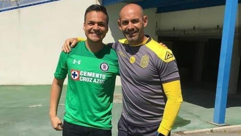 GRANDE  | Paco Jémez le dio un tour en el Estadio de Las Palmas a un aficionado de Cruz Azul