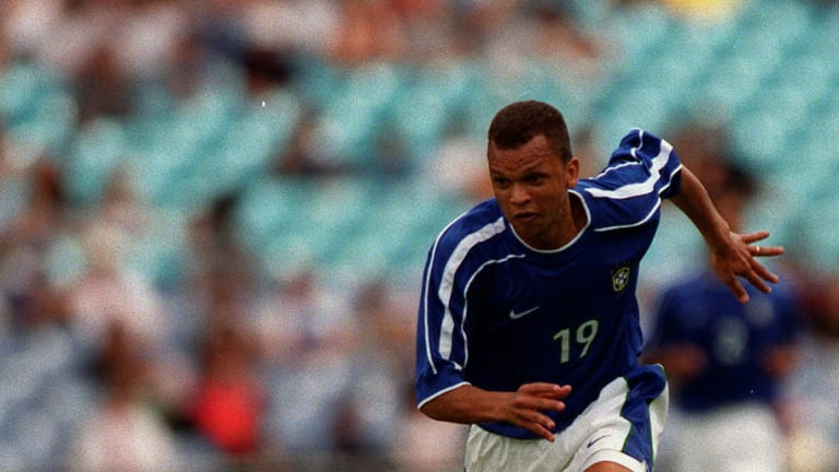 Report: Former Brazil Striker Warley in Critical Condition After Being Stabbed in Robbery