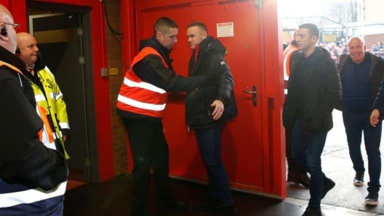 La leyenda del United Wayne Rooney, cacheado como un aficionado más