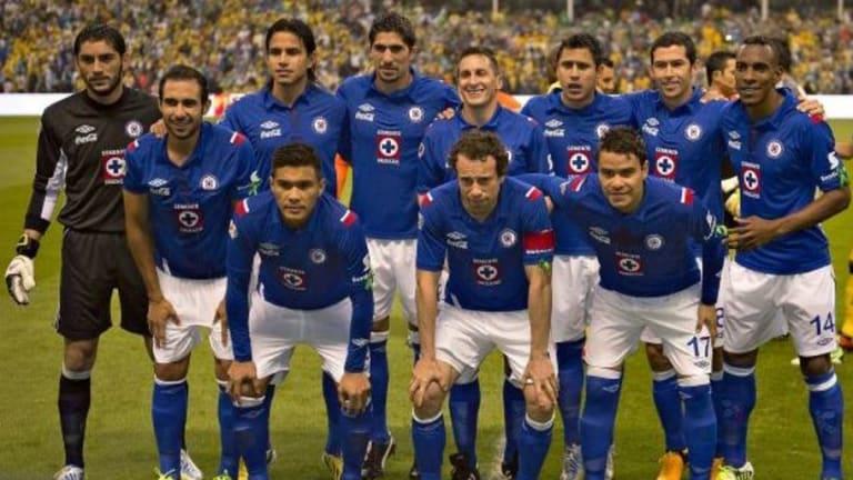 ¡NO ES TAN MALO COMO DICEN! | Exjugador de la Liga MX regaló alegría a reos de su país