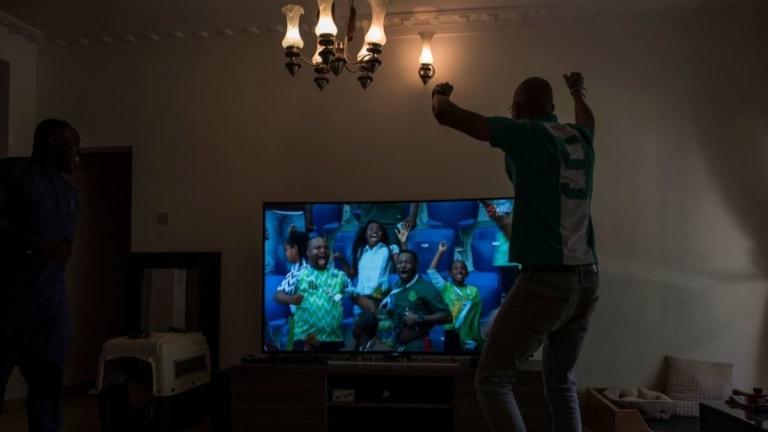 ¡SE GRITÓ CON TODO!   Los argentinos festejaron el triunfo de Nigeria ante Islandia