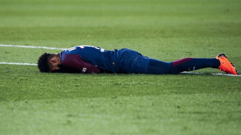 PSG Superstar Neymar Chooses to Undergo Surgery After Breaking Metatarsal Against Marseille