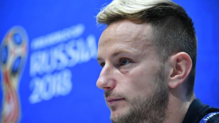 Rakitić no entiende la suplencia de Iniesta con La Roja