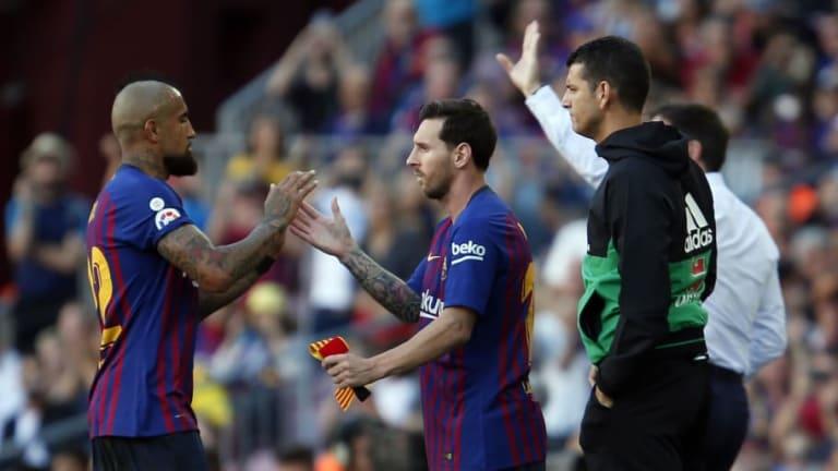Al finalizar el partido, Messi discutió con el árbitro y fue amonestado