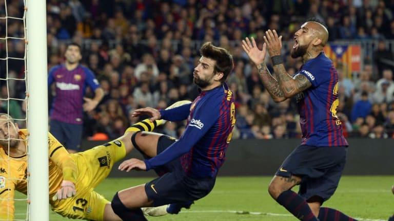 El motivo de la discusión entre Piqué y Vidal al finalizar el partido del Barcelona frente al Betis