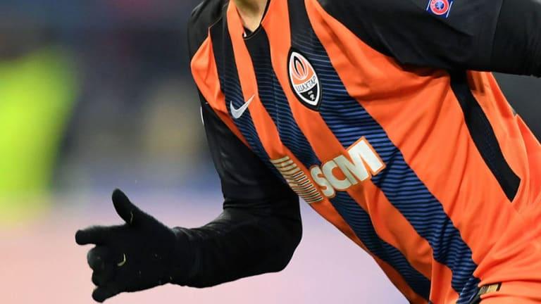 SE VOLVIÓ LOCO |  El jugador argentino que agredió a un alcanzapelotas en Champions