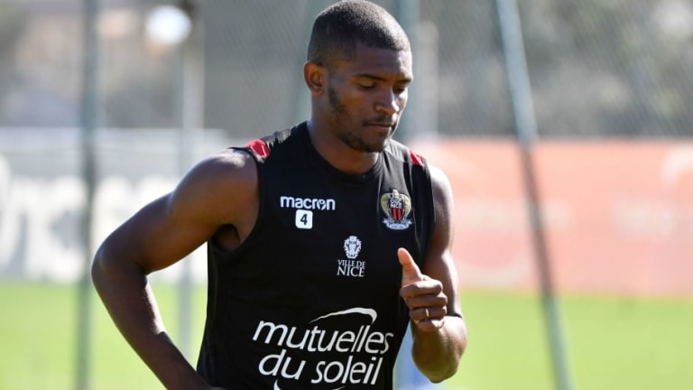 Spanish Report Claims Southampton Are Close to Finalising Deal for Barcelona Defender Marlon