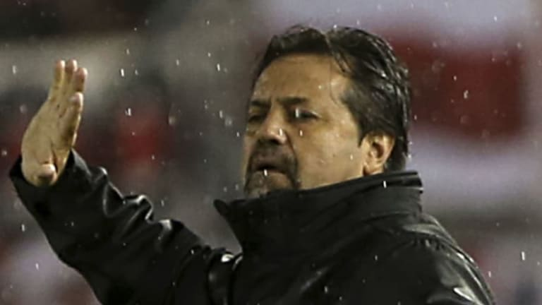 TREMENDO    Caruso Lombardi insultó a los campeones del 86 y Ruggeri salió a responderle