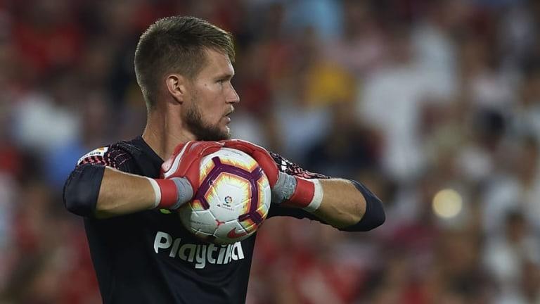 El problema personal del portero del Sevilla que casi lo deja afuera del partido