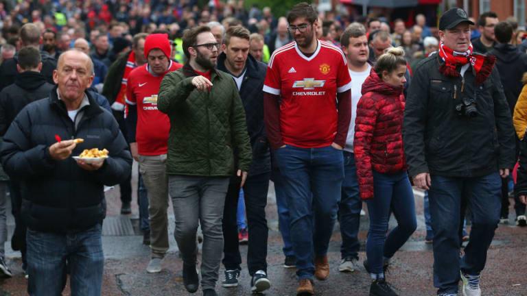 Man Utd Fans Tear into Club's Twitter Team Over Strange New Year's Tweet