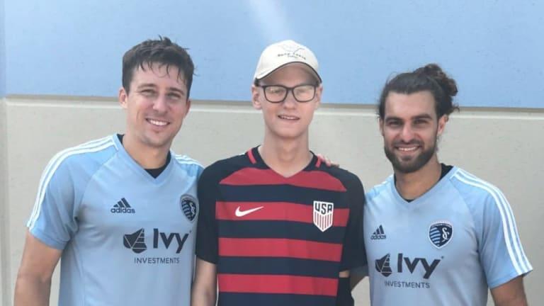 EMOTIVO: El Sporting Kansas City firmó a paciente con cáncer con un contrato honorario