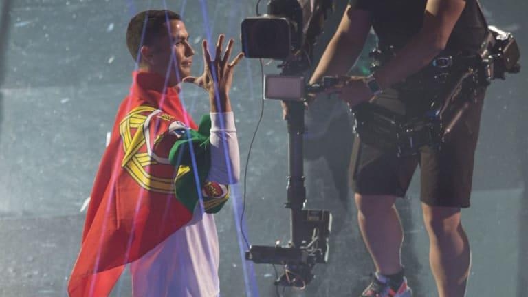 MOMENTAZO | Jugadores y fans interrumpieron el discurso de CR7 para pedirle que se quede