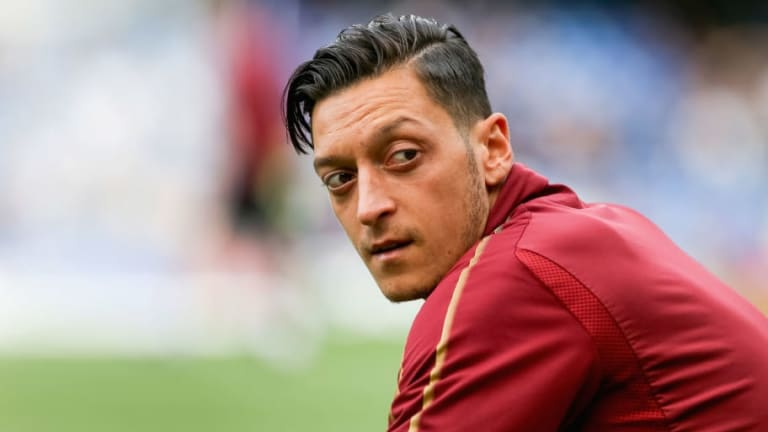 Mesut Ozil Discusses Dennis Bergkamp Comparisons & Which Player He Idolised Growing Up