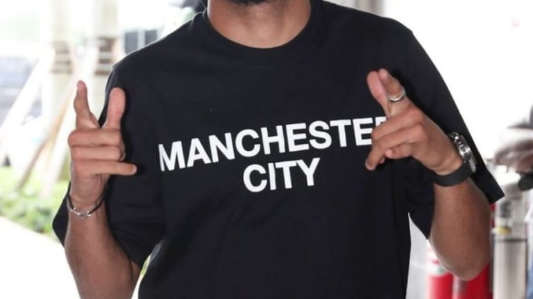 La extraña y criticada vestimenta oficial del Manchester City