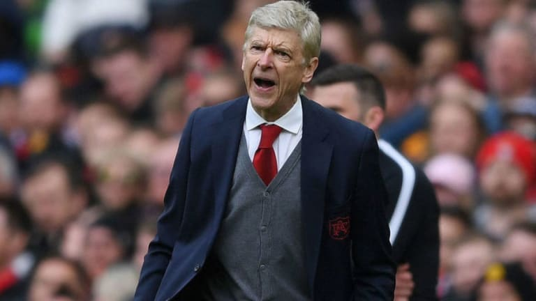 Arsenal Fans React Brilliantly to Home Supporters' Arsene Wenger Chants at Old Trafford