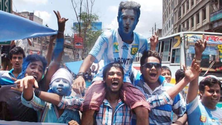 ¡Están todos locos!  | La pasión en Bangladesh por Messi y la Selección Argentina