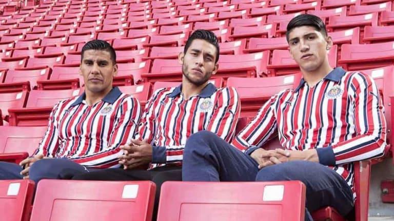 ¡Con la piel lista! | Chivas presentó su uniforme para el Mundial de Clubes