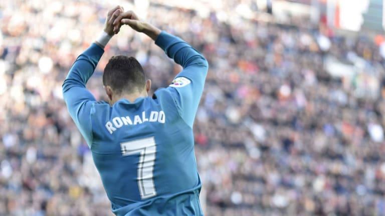 PILLADO   Cristiano Ronaldo le hizo 'un Jara' a Marcelo tras el tercer gol del Madrid