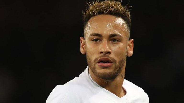 Neymar se encaró con el público del PSG y acabó siendo pitado
