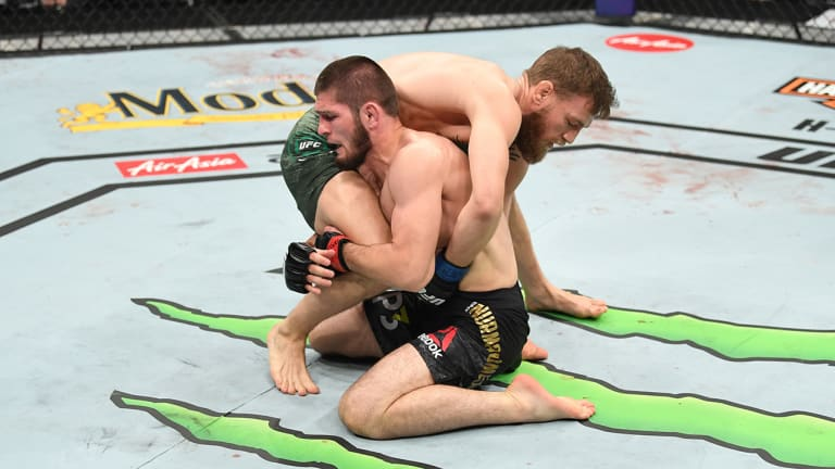 Khabib Retains Lightweight Title After Win Over McGregor at UFC 229, Then Jumps Octagon Fence