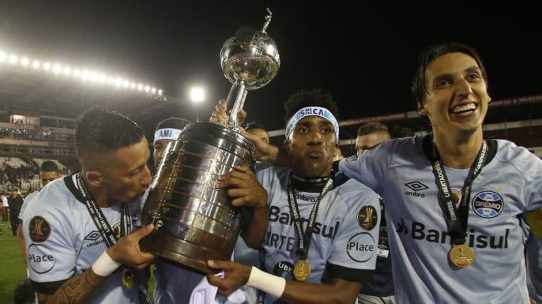 Lucas Barrios se va del Gremio y sería reemplazado por otro argentino