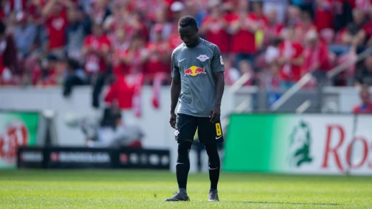 Naby Keita Sends Warning to Jurgen Klopp & Liverpool Fans as Midfielder Is Sent Off Again