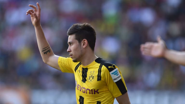 Borussia Dortmund Raphaël Guerreiro Hits Out at German Twitter Page Over Claims of Mistreating Staff