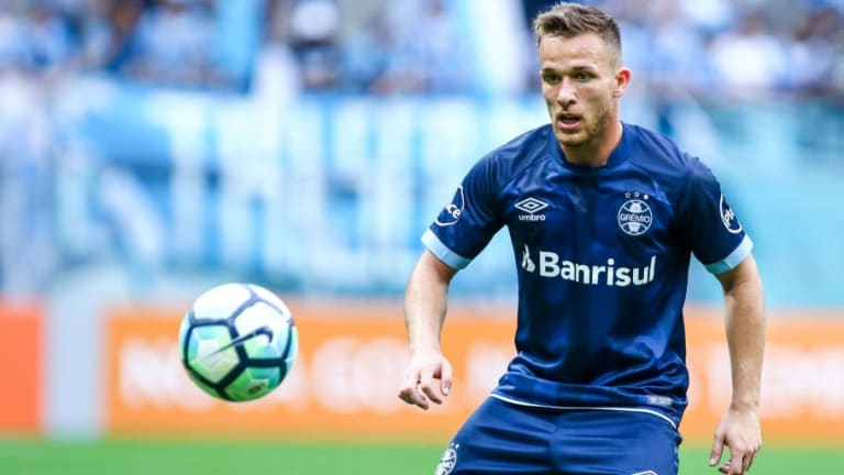 Barcelona Enter 'Final Stages' of Talks to Sign Brazil Midfielder Arthur Melo This Summer